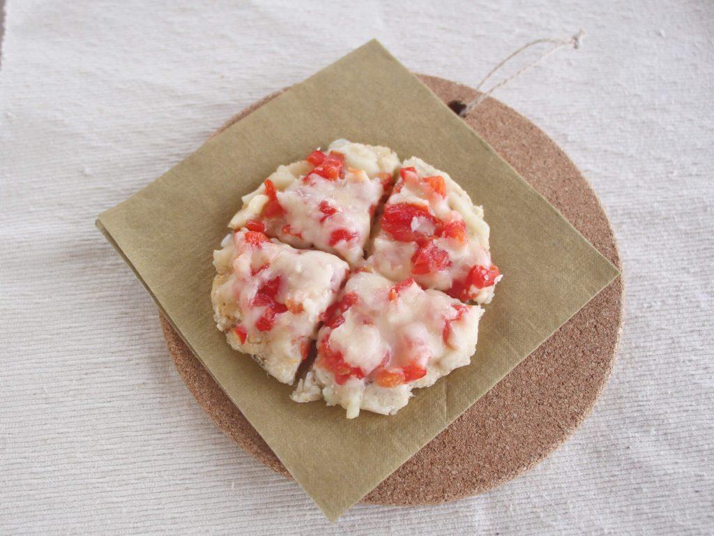 mogcookのお魚離乳食レシピ 魚とオートミールの米粉ピザ。対象:離乳食後期から