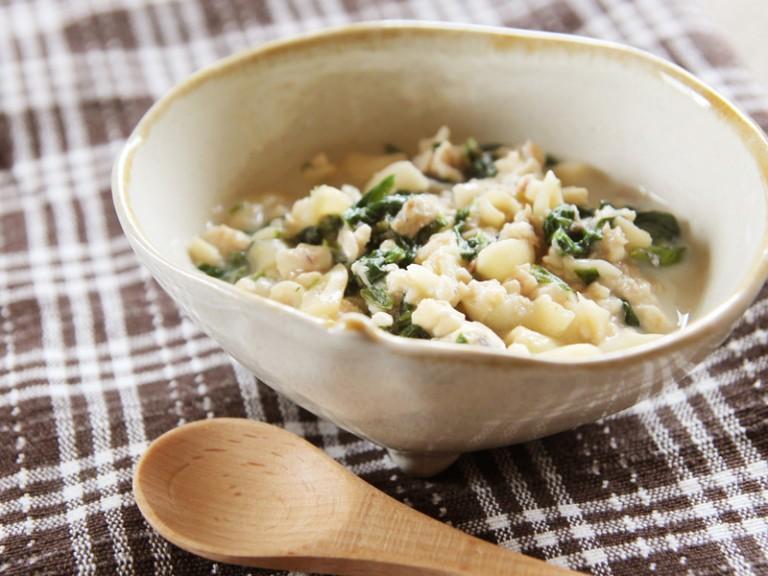 ほうれん草と魚の豆腐クリームマカロニ (調理時間:約8分)対象:後期から